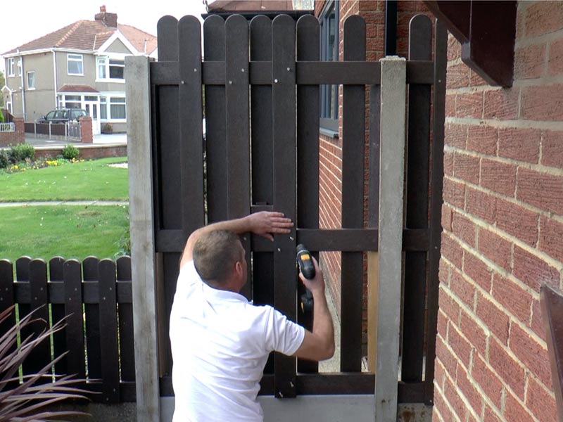 Building a Recycled Plastic Fence Panel