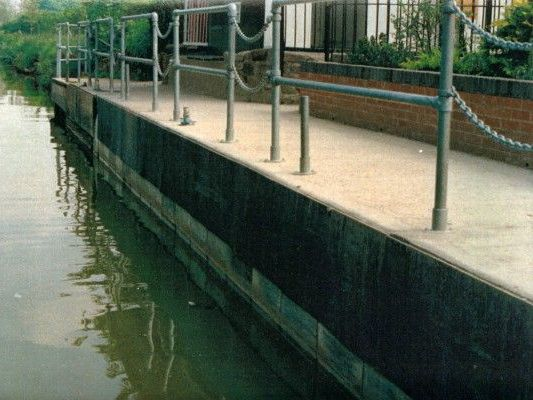 Stokbord canal jetty side