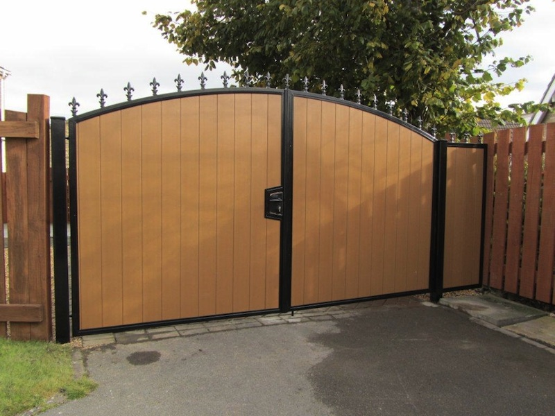 Recycled plastic gates - inset with plastic wood oak