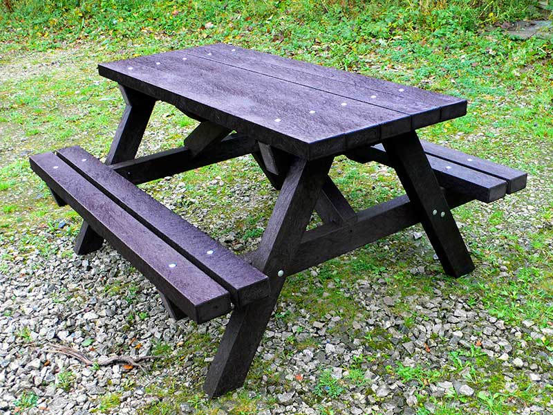 ribble picnic table | recycled plastic trade